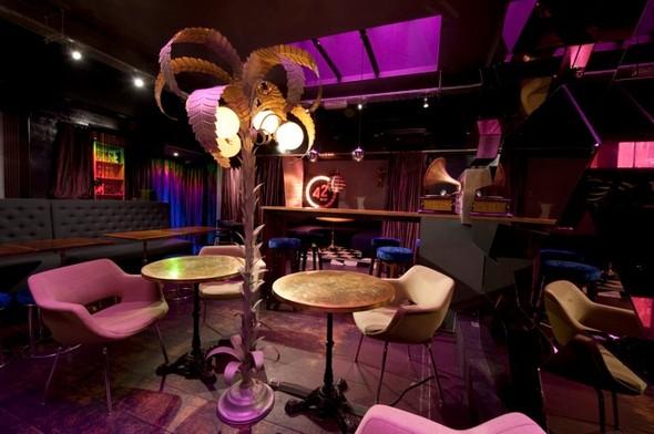 Под стойку: 15 лучших интерьеров баров в 2011 году. Изображение № 120.