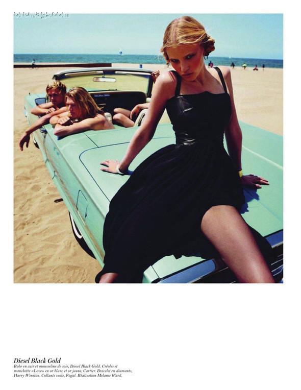 Съёмка: Аризона Мьюз, Лара Стоун, Наташа Поли и другие модели во французском Vogue. Изображение № 16.