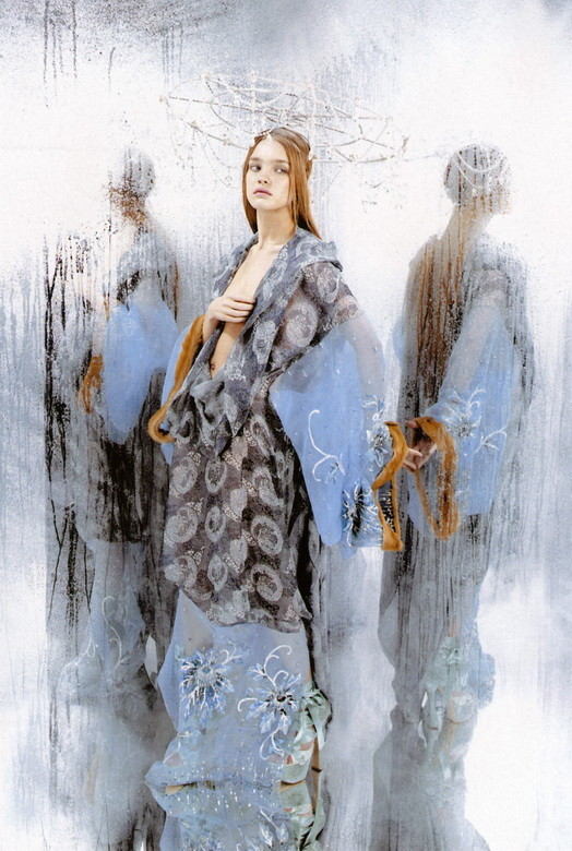 Архивная съёмка: Наталья Водянова в объективе Карла Лагерфельда, 2003. Изображение № 5.