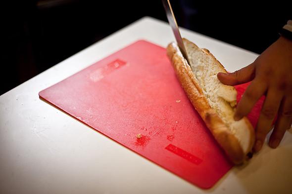 Быстро и вкусно: Сандвичи, хот-дог и три брускетты. Изображение № 32.