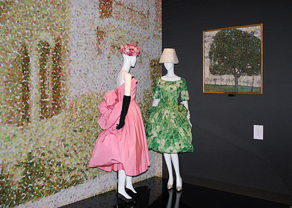 «Сады Диора»: платья haute couture и «Яблоня» Густава Климта. Изображение № 2.