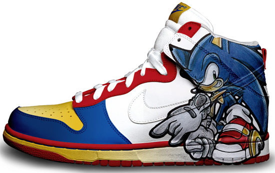 Метаморфозы белых кроссовок Nike. Изображение № 6.