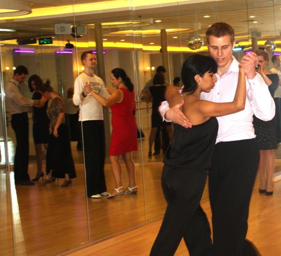 Главное в танго – правильно обнять женщину!. Изображение № 5.
