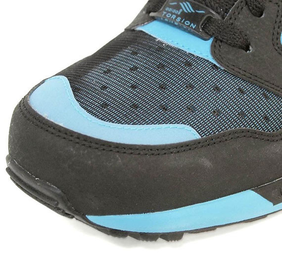 Adidas Originals ZX 8000 – Black – Super Cyan. Изображение № 4.