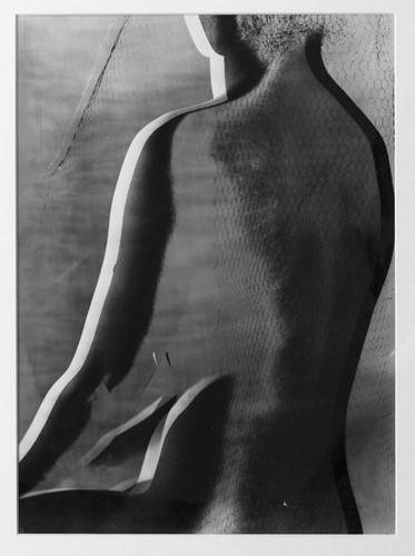 Части тела: Обнаженные женщины на винтажных фотографиях. Изображение № 93.