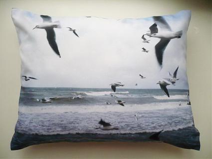 Новая коллекция дизайнерских подушек с фотографиями. Изображение № 7.