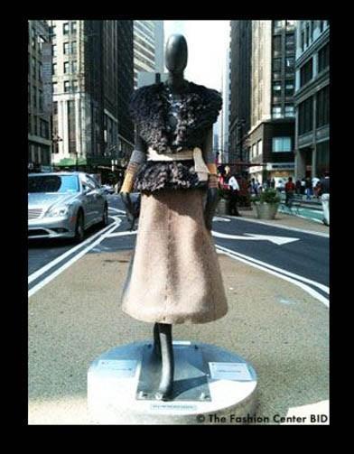 Американские модельеры переодели манекенов в Нью-Йорке. Изображение № 3.