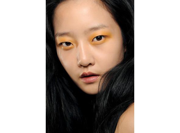 Перевести стрелки: тенденции макияжа FW 2010. Изображение № 17.