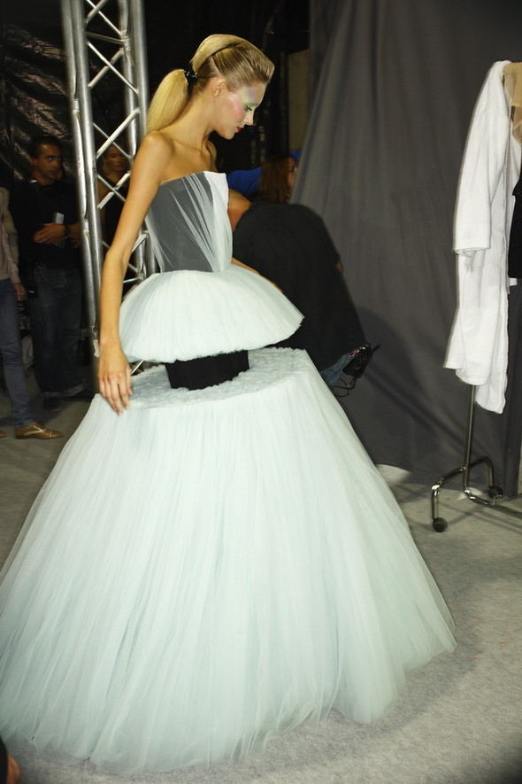 Viktor&Rolf ss2010! Brilliant backstage!. Изображение № 24.