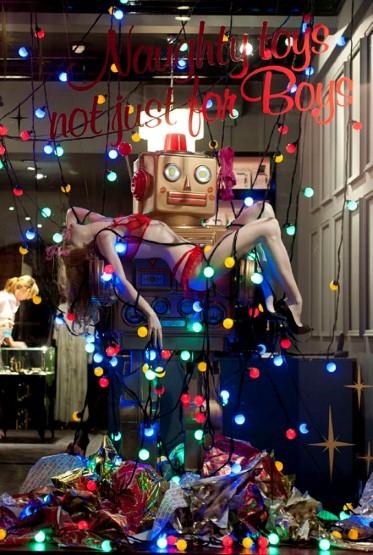 10 праздничных витрин: Робот в Agent Provocateur, цирк в Louis Vuitton и другие. Изображение № 60.