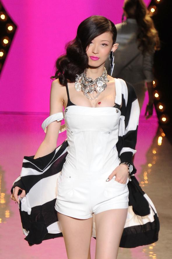 New York Fashion Week: Betsey Johnson Spring 2012. Изображение № 66.
