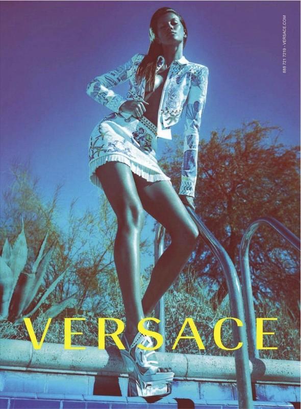 Превью кампаний: Mulberry, Versace, Balenciaga и другие. Изображение № 2.