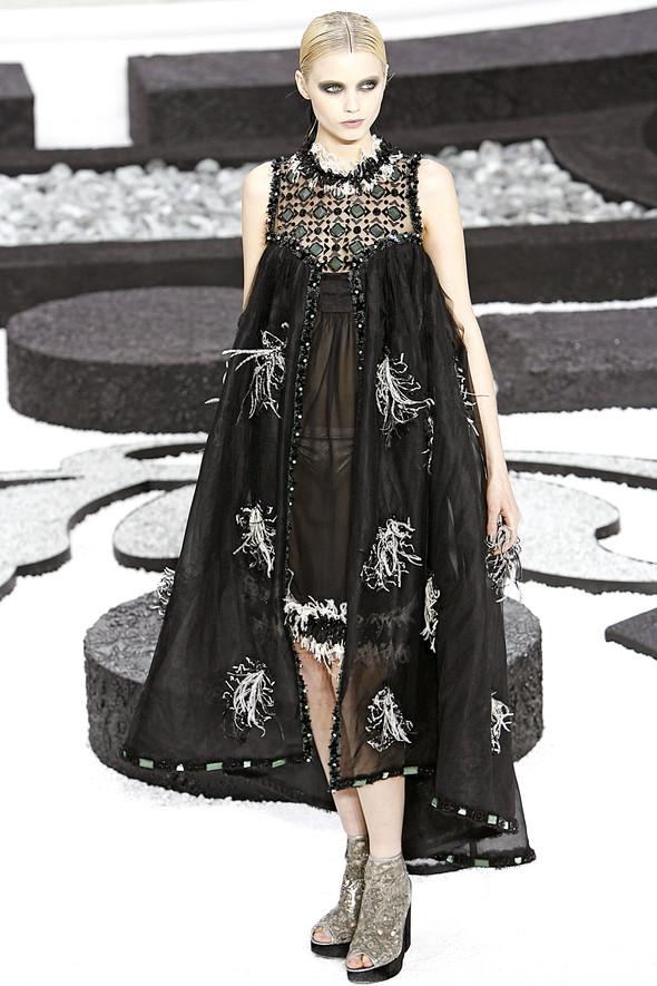 Карл Лагерфельд показал одну из самых красивых коллекций, когда-либо созданных для Chanel. Изображение № 63.