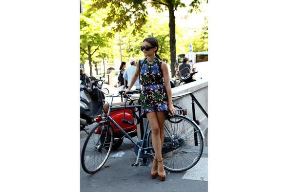 Уличный стиль на Неделе высокой моды в Париже. Изображение № 18.