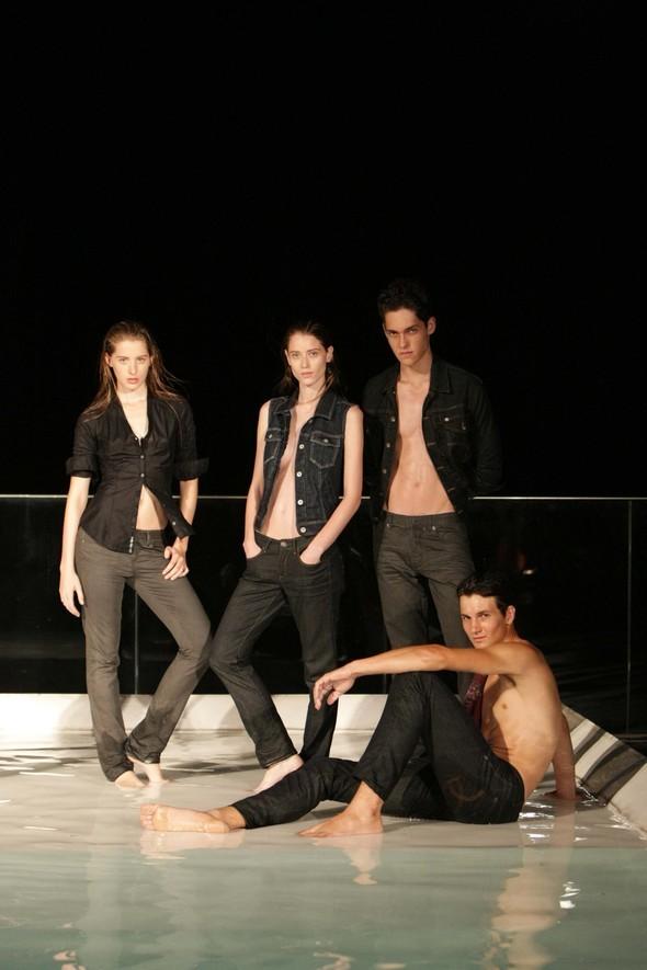 Calvin Klein Jeans: коктейль накрыше. Изображение № 2.
