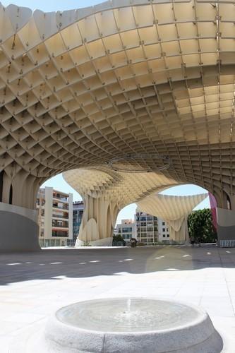 Изображение 4. Metropol Parasol: Самая большая деревянная конструкция в мире.. Изображение №4.