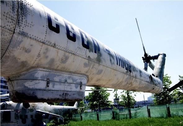 Сто рублей охраннику кладбища советской авиации. Изображение № 2.