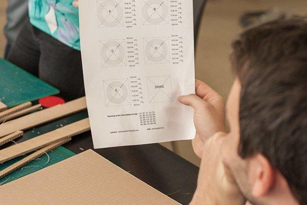 Как сделать из толстого картона абажур для лампы . Изображение № 16.