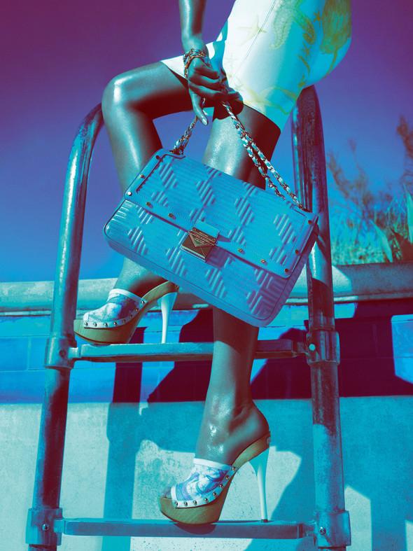 Кампания: Жизель Бундхен для Versace SS 2012. Изображение № 11.