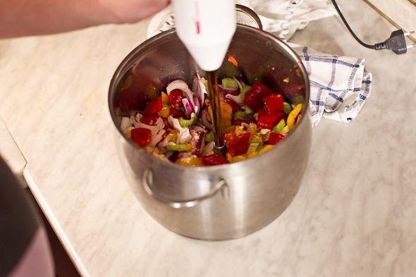 Овощное рагу, гаспачо, греческий салат: Настоящий осенний обед. Изображение № 26.