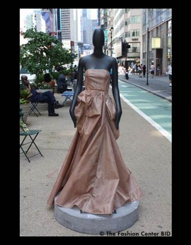 Американские модельеры переодели манекенов в Нью-Йорке. Изображение № 14.