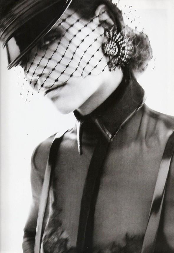 Съёмка: Кэти Холмс для Vogue. Изображение № 4.