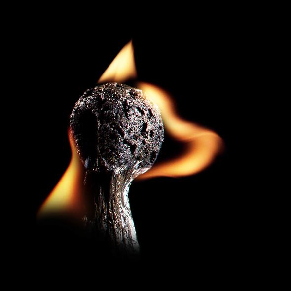 Картины из горящих спичек. Изображение № 10.