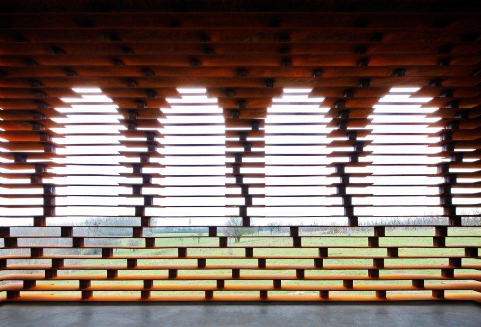 Фото: церковь, которая становится прозрачной . Изображение № 6.