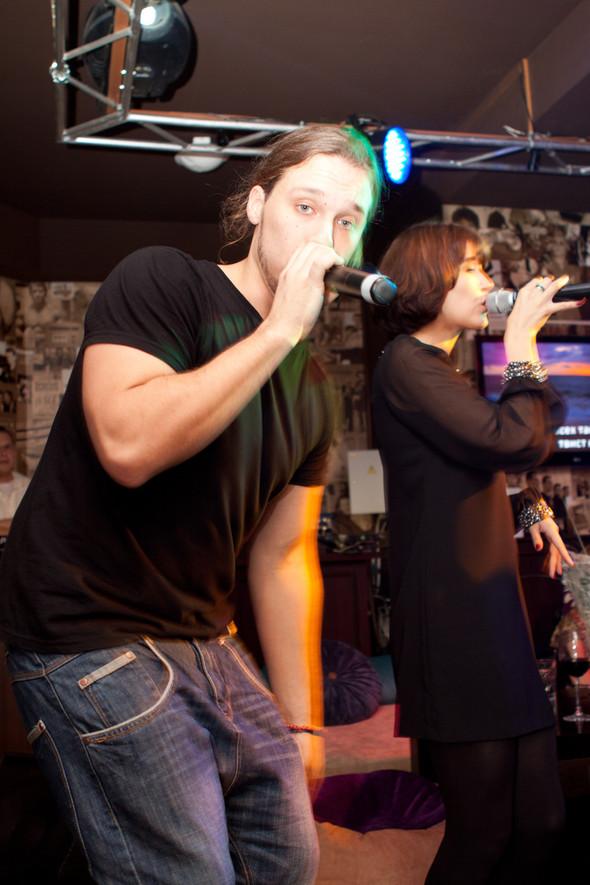 Презентация клипа группы Т9 «На расстоянии любви» в «Руки Вверх bar. Изображение № 13.