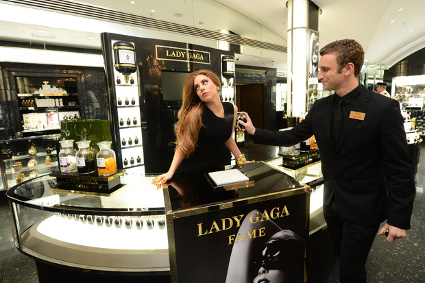 Леди Гага представила в Harrods духи FAME. Изображение № 1.