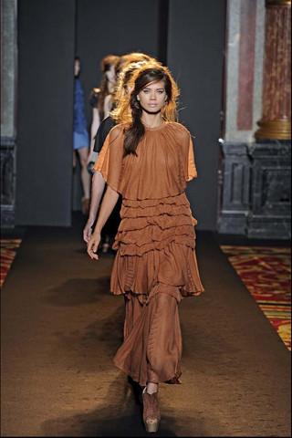 Алена Ахмадуллина на Парижской неделе моды. Изображение № 29.