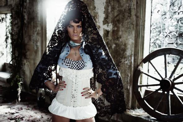 Съёмка: Изабели Фонтана для Vogue. Изображение № 4.
