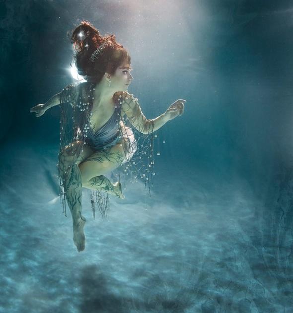 Подводная «художница» – Зена Холлоуэй. Изображение № 12.