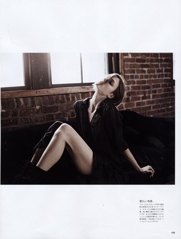 Съёмка: Карли Клосс в объективе Эди Слимана для Vogue. Изображение № 7.