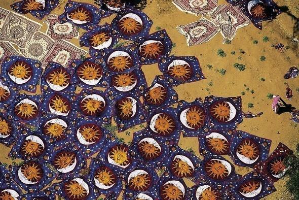 Сушка свежеокрашенных ковров. Джайпур, Индия. Изображение № 10.