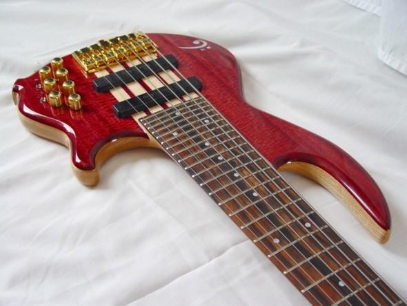 Необычные бас гитары. Изображение № 7.