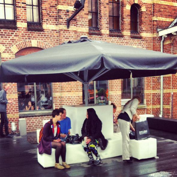 Модные фрики и бэкстейдж на Амстердамской неделе моды.. Изображение № 3.