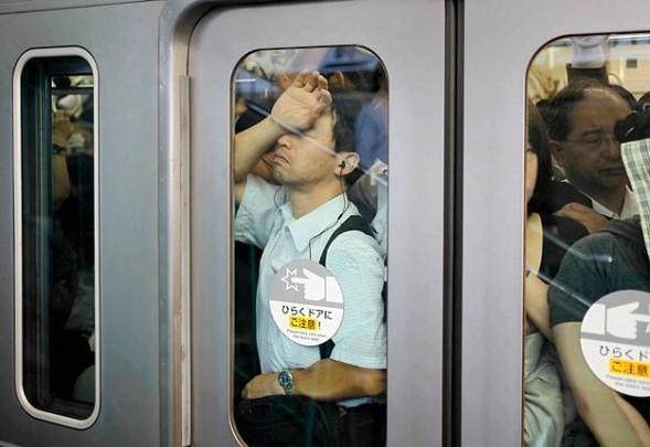 Час пик в метро. Токио. Изображение № 1.