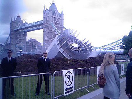 Вцентре Лондона упало НЛО– Великобритания вшоке. Изображение № 5.