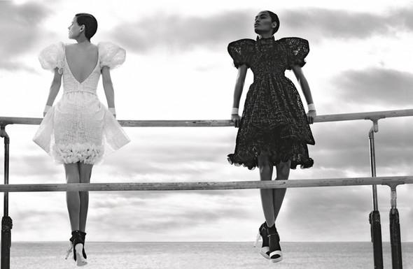 Кампания: Джоан Смоллс и Саския де Брау для Chanel SS 2012. Изображение № 7.