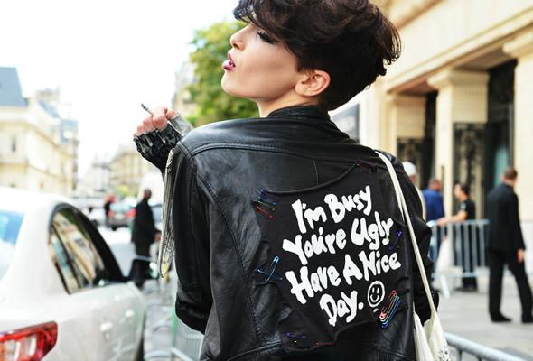 Уличный стиль на Неделе высокой моды в Париже. Изображение № 1.