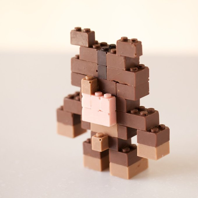 Японский дизайнер сделал LEGO из шоколада . Изображение № 10.
