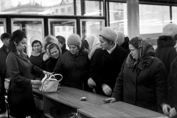 Каждой Советской Женщине – Платье отДиора. Изображение № 2.