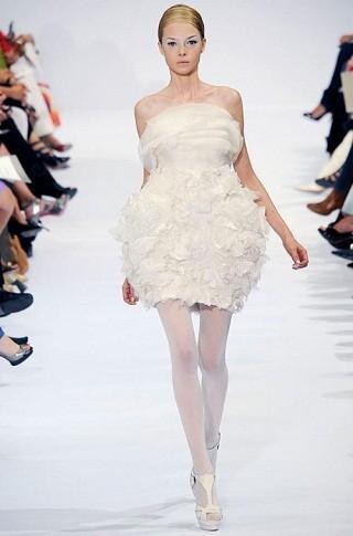"""""""Выбираем свадебное платье!"""" 93 идеи ведущих дизайнеров. Изображение № 1."""