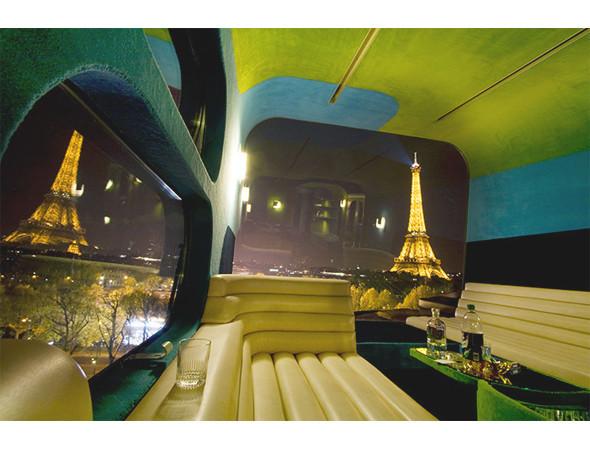Everland Hotel — отель на один номер с огромной кроватью и лаунжем — путешествовал по крышам главных городов мира, но больше всего запомнился парижанам, когда оказался на крыше Центра современного искусства Palais de Tokyo. Изображение № 12.