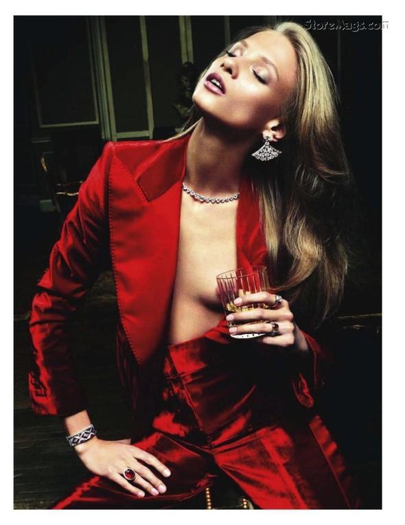 Съёмка: Анна Селезнёва для французского Vogue. Изображение № 2.