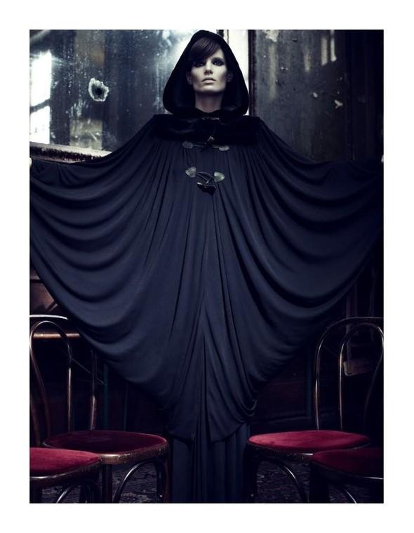Съемка: Айрис Штрубеггер для немецкого Vogue. Изображение № 4.