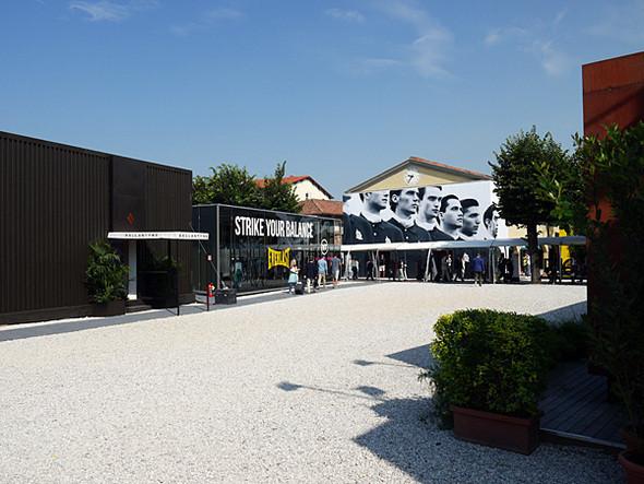 Pitti начинает работать 14 июня в 9 утра — и в это время на выставке еще относительно безлюдно. Изображение № 1.