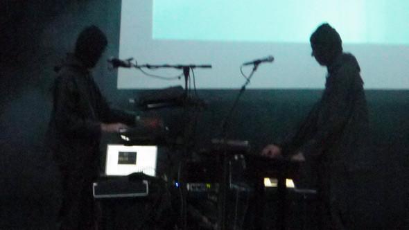 Если вы хотите знать, как выглядят музыканты, стоящие за проектом iamamiwhoami, то вот они. Изображение № 17.