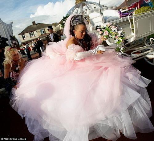 Изображение 6. Цыганские невесты и их свадебные платья.. Изображение № 3.